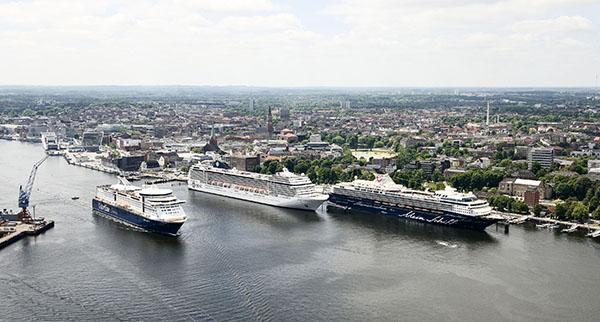 Luftbild Hafen und Stadt Kiel.