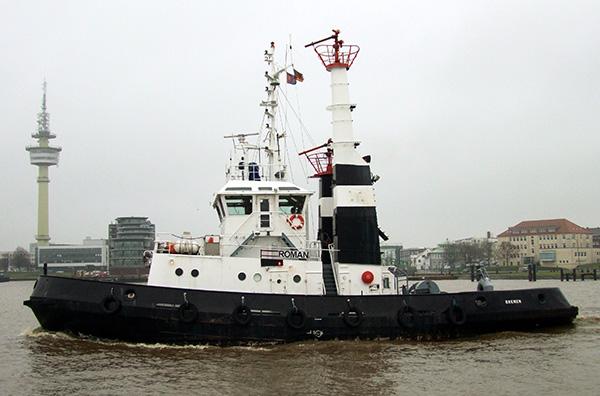 Im Jahr 2011 vercharterte die URAG den Schlepper BRAKE als ROMAN nach Großbritannien, auf dem Bild verlässt der Schlepper Bremerhaven gerade.