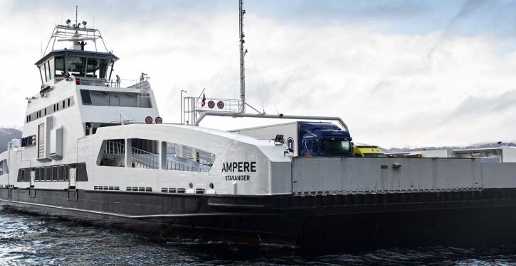 Von Siemens in Kooperation mit dem Schiffbauer Fjellstrand ausgestattete weltweit erste elektrische Auto- und Passagierfähre.