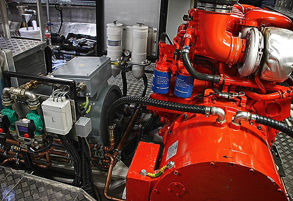 Diesel-Genset und elektrischer Torque-Fahrmotor im Maschinenraum der MS SEEADLER.
