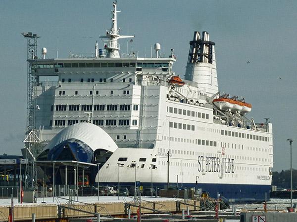 n Tallinn legt die PRINCESS ANASTASIA einen Zwischenstopp auf ihrer Fahrt von Stockholm nach St. Petersburg ein.
