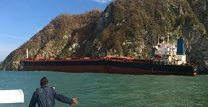 Zum Totalverlust erklärt: Der Massengutfrachter MV LOS LLANITOS zerbricht an der Küste von Manzanillo, Mexiko.