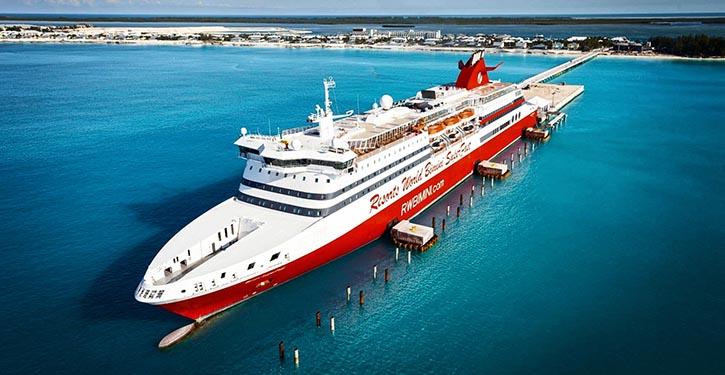 Die BIMINI SUPERFAST 2014 an dem für sie neugebauten Pier auf der Insel Bimini.