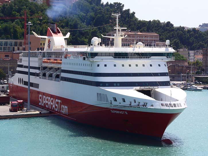Als Bimini noch weit weg war: die 2001 gebaute SUPERFAST VI 2007 im italienischen Hafen Ancona.