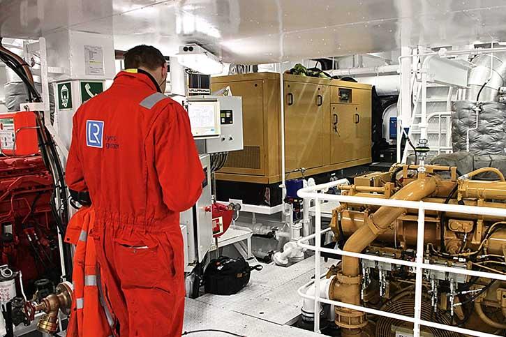 Die Mitarbeiter der Klassifikationsgesellschaft Lloyds Register prüfen alle Komponenten auf Herz und Nieren.