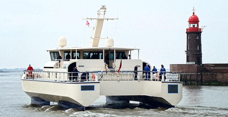Die SWATH-YACHT mit dem Projektnamen EXPLORER absolvierte Mitte April erste Testfahrten im Unterweserraum. Die Aufnahmen entstanden nach dem Lotsenwechsel in Bremerhaven am 13.4.