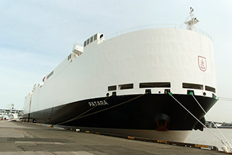 MS PATARA der Reederei F. Laeisz führt wieder die deutsche Flagge.