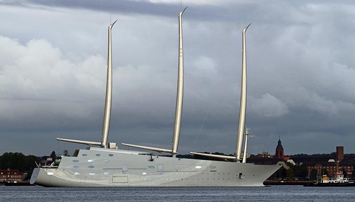 Die High-Tech Yacht WHITE PEARL, gebaut bei der German Naval Yards, Ablieferung Ende September 2016. Abmessungen: Länge: 143m, Breite: 25m.