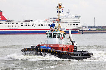 The new BUGSIER 22 in operation at the port of Hamburg.