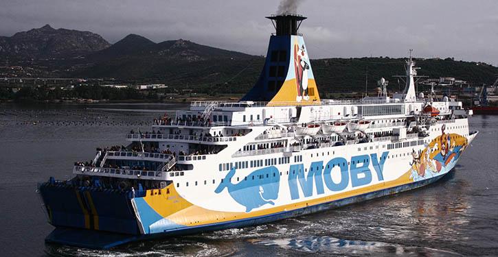Bei Moby Lines bilden traditionell Second Hand-Fähren das Rückgrat der Flotte, hier die 1975 als TOR BRITANNIA gebaute MOBY DREA im Hafen von Olbia.