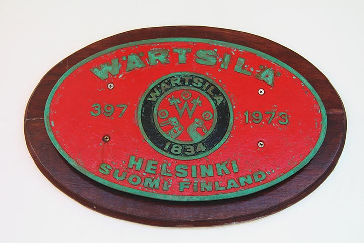 """Die """"Builder's Plate"""" der ROYAL VIKING SEA – an Bord der ALBATROS prominent auf dem Lido-Deck platziert."""