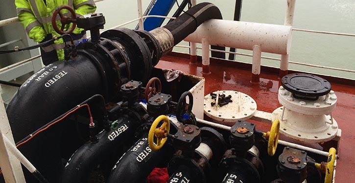 Mit der Coriolis-Technik kann die Kraftstoffmenge bei der Bunkerung exakt gemessen werden.