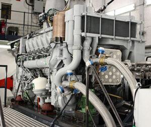 12-Zylinder-Versuchsmotor der neuen Baureihe 175 auf dem Prüfstand in Augsburg.