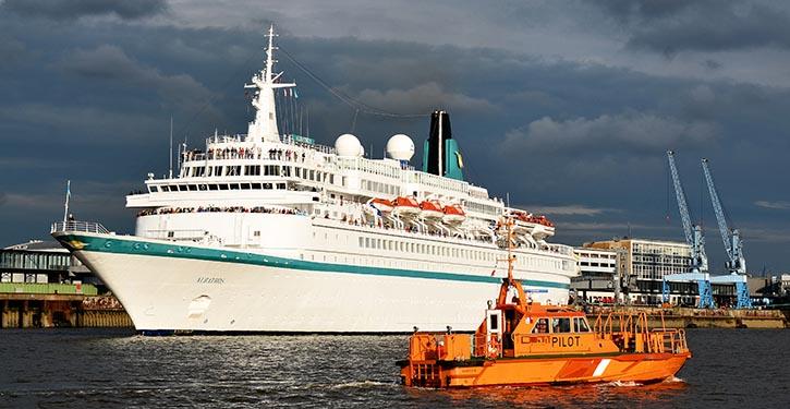 Nacheinander laufen die Kreuzfahrtschiffe zu ihrer nächsten Reise aus