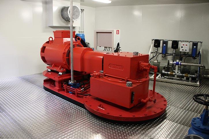 Im Vorschiff ist ein VETH-Jet sowie die Kompressoren für das ACES-System eingebaut.