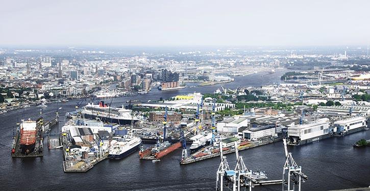 Gesamtansicht Werftgelände Blohm + Voss in Hamburg.