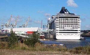 Kreuzfahrtterminal in Hamburg-Steinwerder mit der MSC SPLENDIDA.