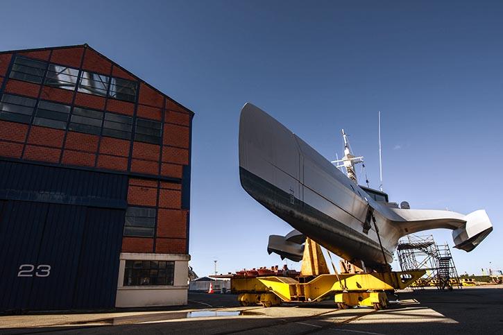 OCEAN EAGLE noch in der Werft CMN: die schlanke Rumpfform verrät Schnelligkeit.