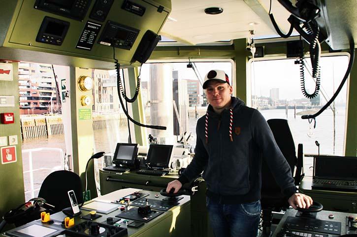 geführt wird die BUGSIER 11 von dem jungen Kapitän Sebastian Kanzler.
