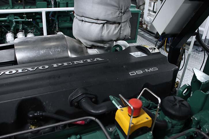 Zwei Volvo Penta Bordstromaggregate, Typ D9-MG, versorgen den Schlepper mit der notwendigen Elektrizität.