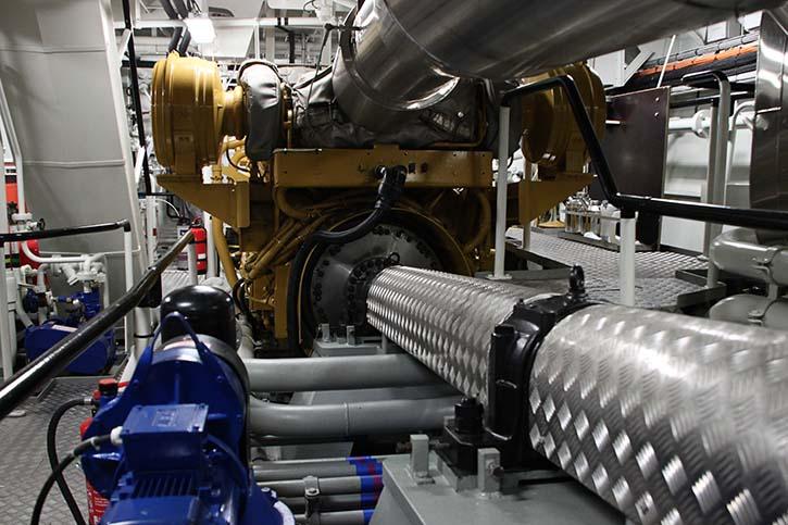 Caterpillar-Motoren Typ 3516C TA HD die jeweils 2100 Kilowatt bei 1600/min leisten. © P.Pospiech