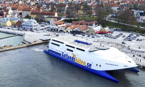 Die EXPRESS im Hafen von Visby.