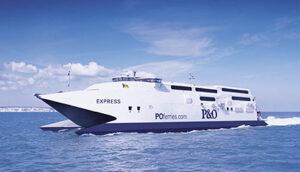 Die EXPRESS im Rahmen ihres Charter-Einsatzes für P&O Ferries.
