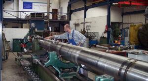 In der mechanischen Bearbeitung werden Propellerwellen bis zu 16 Meter Länge bearbeitet.