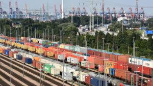 Auf der Schiene transportierte Container kletterten auf 2,4 Mio TEU.