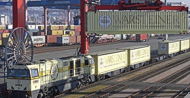 Neues Warsteiner Containerzug-Angebot verbindet NRW mit dem Hamburger Hafen