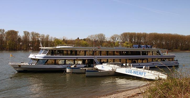 MS RHEINPRINZESSIN erhielt bei der Lux-Werft in Mondorf 2 neue Volvo Penta-Motoren.