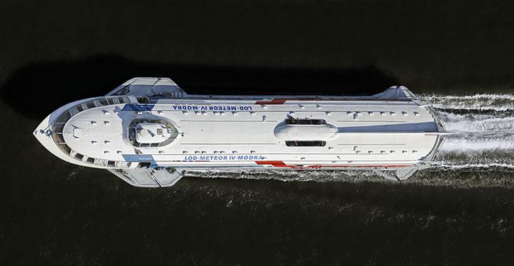 Schnellboot LOD Meteor in Fahrt auf der Donau.