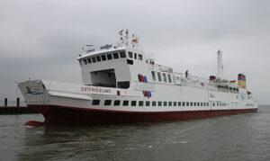 MS OSTFRIESLAND der Reederei AG Ems fährt mit Wechselmotoren die wahlweise mit Methan oder mit MGO gefahren werden können.