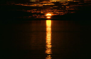 Mitternachtssonne im Mündungsgebiet der Lena.