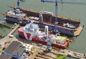 VOS START während ihrer Werftzeit in der Damen Shiprepair Oranjewerf.