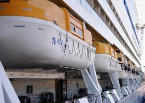 Rettungsboote auf dem Deck 5 der AIDAluna.