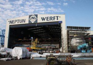 Schiffbauhalle der Neptun-Werft.
