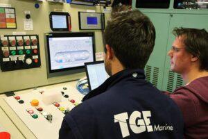 Techniker von TGE führen letzte Kontrollen durch.