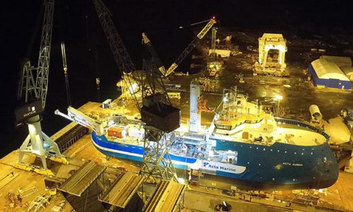 The SMST crane and tower being installed on the ACTA AURIGA. © Acta Marine