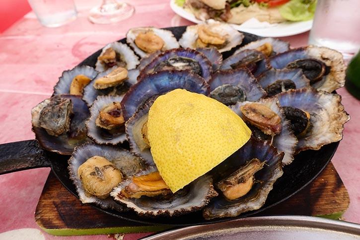 """Traditionelles Napfschnecke """"Lapas"""" auf Madeira."""