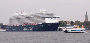 Kreuzfahrtschiff im Seehafen Kiel.