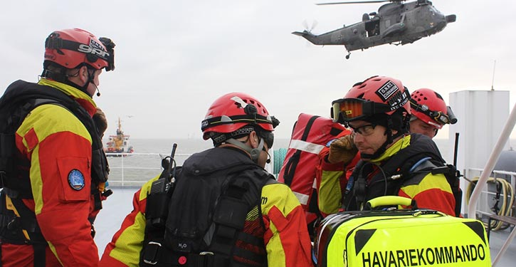 Offshore Notfall Reaktionsteam auf dem Havaristen. © Havariekommando