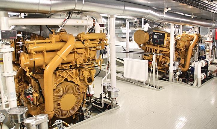 Anordnung zweier Antriebsmotoren je Schiffsende (Pospiech)