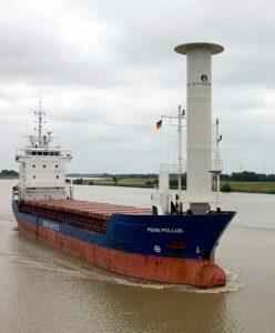 FEHN POLLUX mit ihrem neuen Eco-Flettner auf der Back zu Tests in der Nordsee