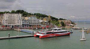 Taufe des neuen Katamarans in Cowes, Isle of Wight