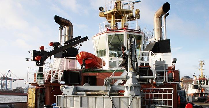 Hafenschlepper mit Abgasnachbehandlungssystem.