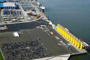 Blick auf den neuen erweiterten Liegeplatz. ©Cuxport