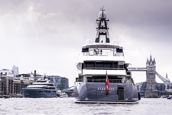 Elandess und AVIVA (links) auf der Themse. © A&R