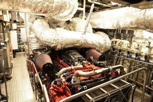 Blick auf einen der beiden CAT-Hauptantriebsmotoren. ©HPA