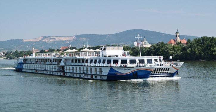 Flusskreuzfahrtschiff Crystal Mozart auf der Donau. © Bokor István Wikipedia